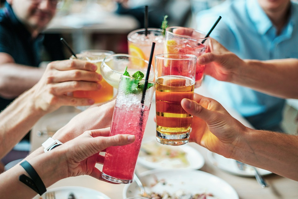 How to Control Yourself From Food Craving During Parties